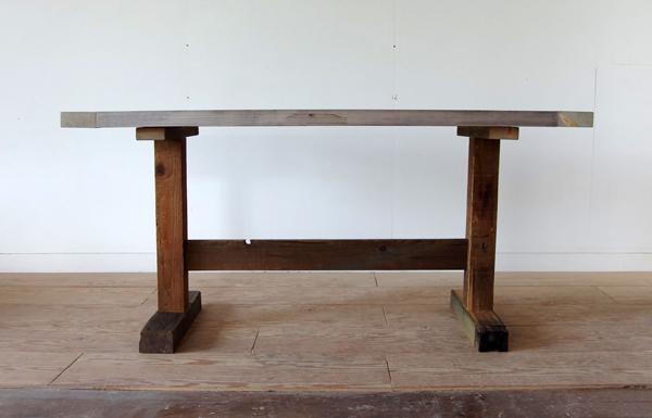 patagoniaスタッフ用テーブル